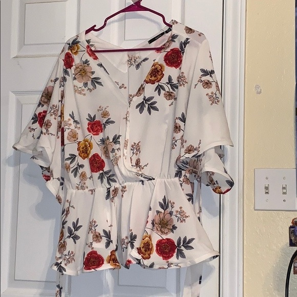86c86c67d62 Brand new flowy 3XL flower top.